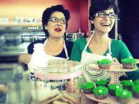 Aurora y Sofía en Café Biarritz